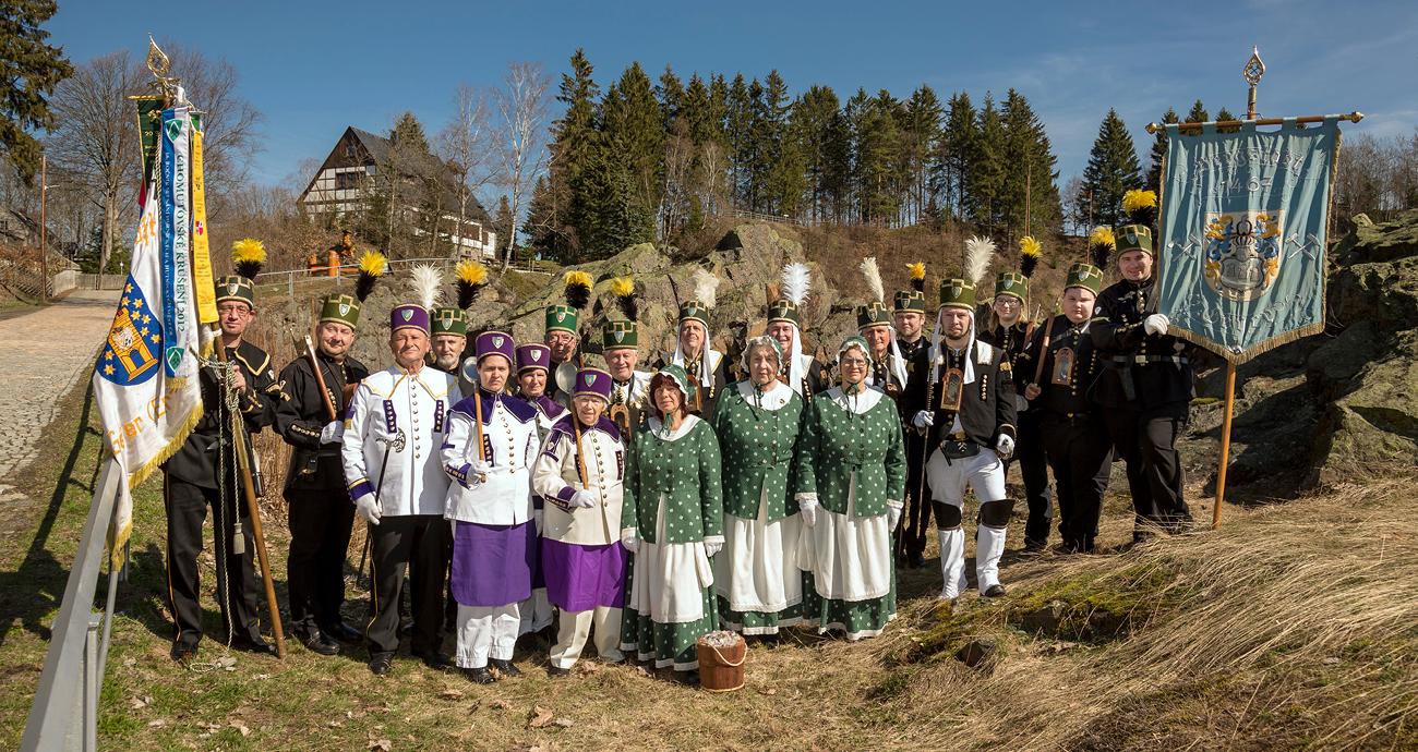 Die Mitglieder der Bergbrüderschaft Geyer im Habit